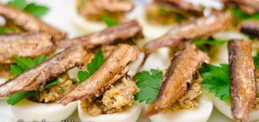 Фаршированные яйца со шпротами