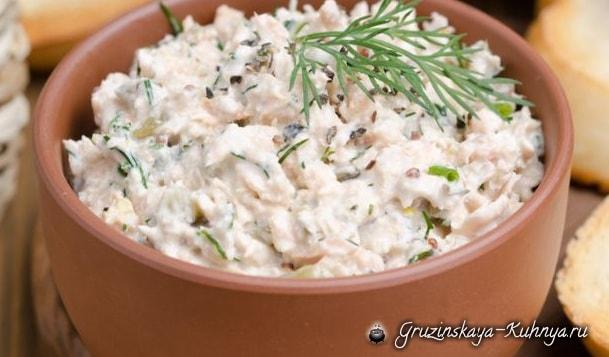 Луковый салат со сметаной