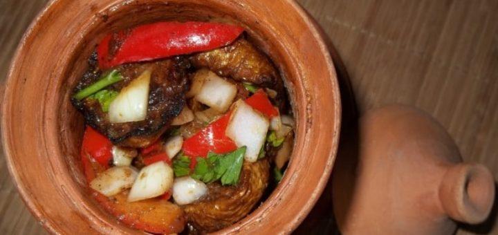 Жареные кабачки с овощами и специями