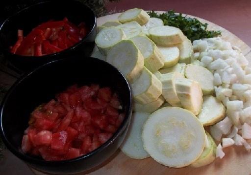 Жареные кабачки с овощами и специями (11)