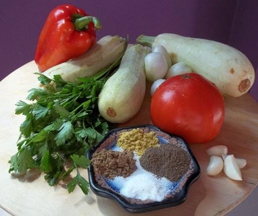 Жареные кабачки с овощами и специями (8)
