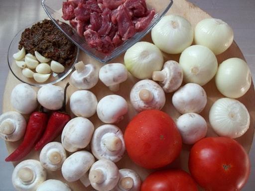 Чашушули из свинины с грибами и аджикой (4)