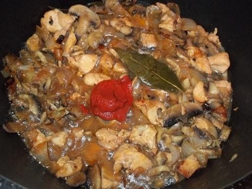 Куриное филе с грибами и зеленой аджикой (3)