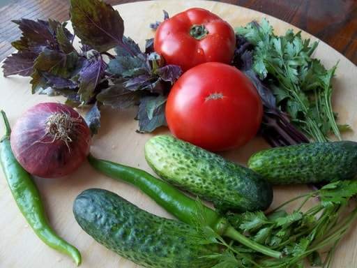 Салаты из огурцов и помидор по-грузински (2)