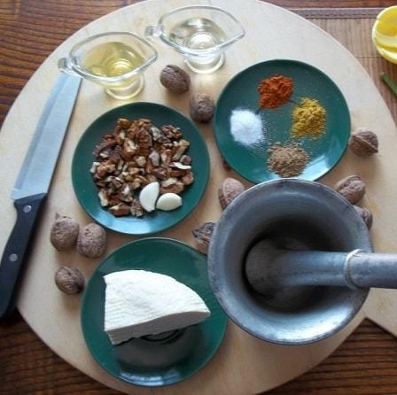 Салаты из огурцов и помидор по-грузински (5)