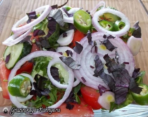 Салаты из огурцов и помидор по-грузински (6)