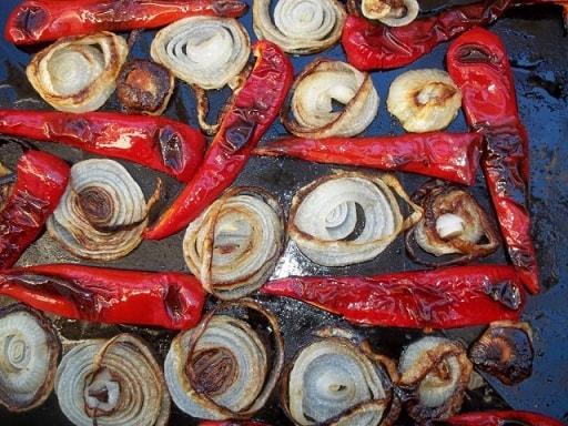Сациви с луком и красным болгарским перцем