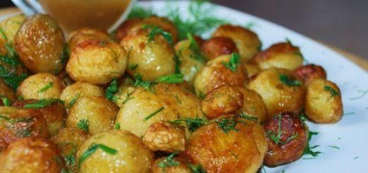 Жареный молодой картофель с укропом