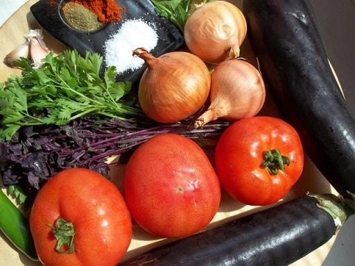 Баклажаны с зеленью и помидорами по-грузински (5)