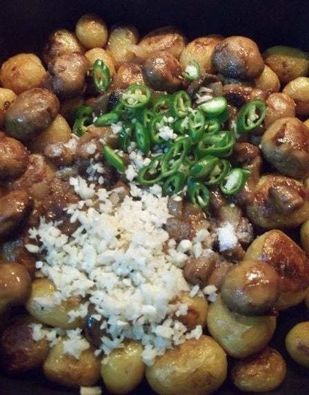 Чашушули из грибов и молодого картофеля