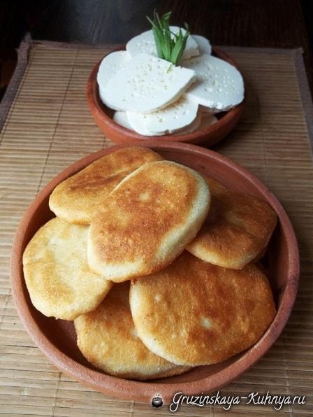 Как приготовить мчади - грузинские лепешки из кукурузной муки (2)