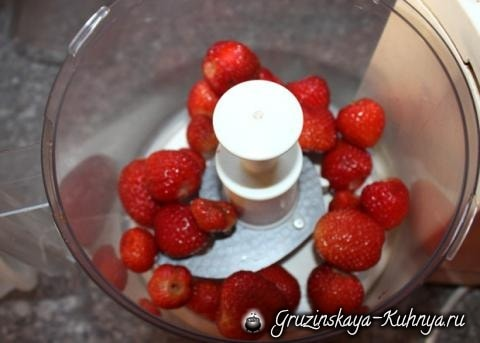 Клубничный торт с маком и творогом (8)