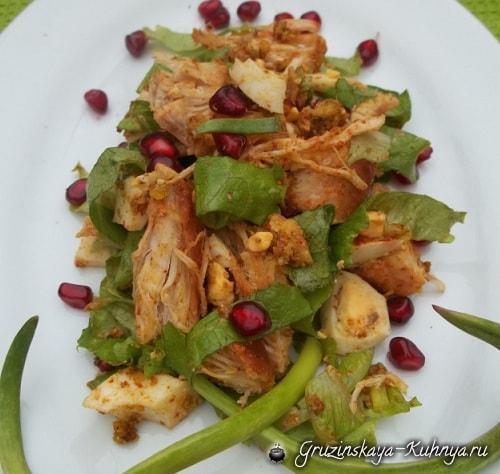 Куриный салат с орехами и гранатом (4)