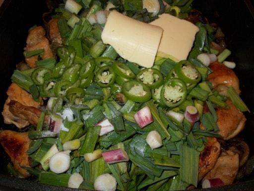 Курица с грибами и зеленым чесноком (3)