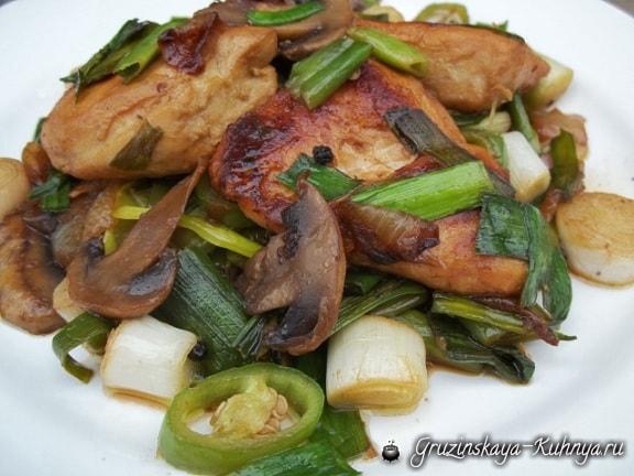 Курица с грибами и зеленым чесноком (5)