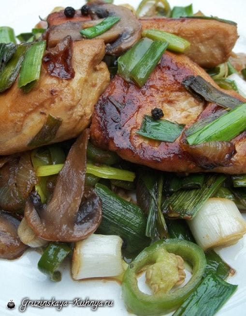 Курица с грибами и зеленым чесноком (6)