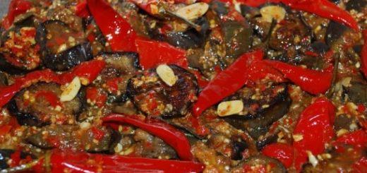 Маринованные баклажаны с красным перцем