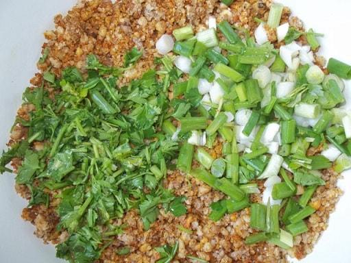 Помидоры и огурцы, фаршированные ореховым соусом (3)