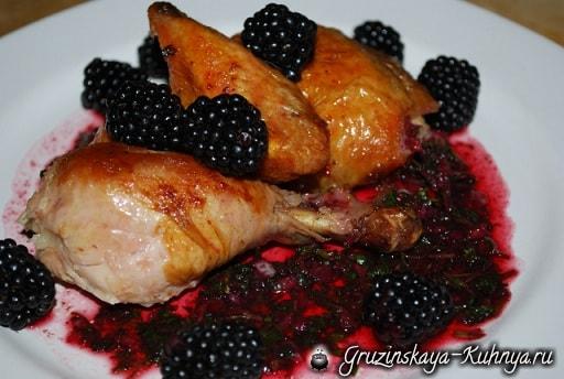 Рачули из жареной курицы с ежевичным соусом (7)