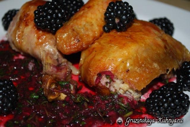 Рачули из жареной курицы с ежевичным соусом (8)