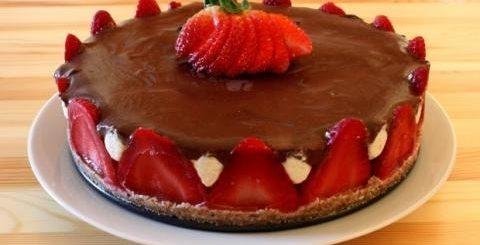 Рецепт клубничного торта без муки