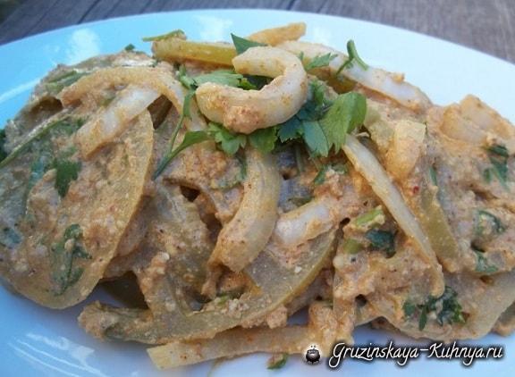 Салат из зеленых помидор с орехами (5)