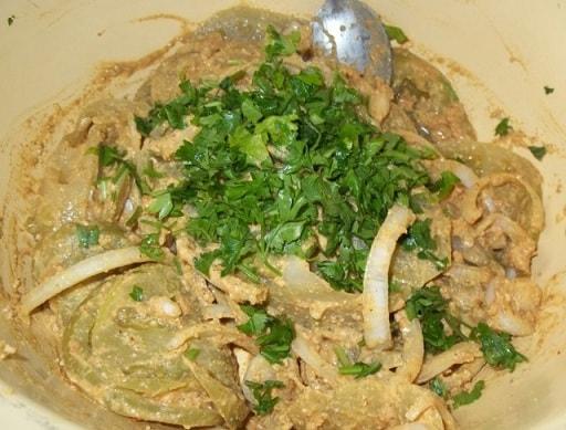 Салат из зеленых помидор с орехами (7)