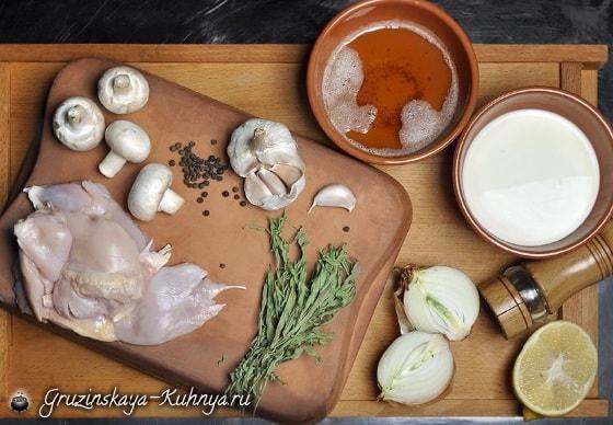 Цыпленок с грибами в глиняном горшочке