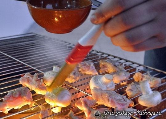 Цыпленок с грибами в глиняном горшочке (4)