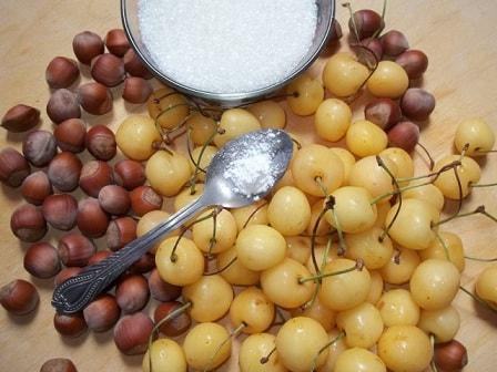 Варенье из белой черешни с фундуком (6)