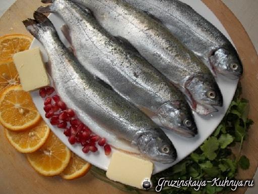 Жареная форель с лимоном и гранатовым соусом (4)