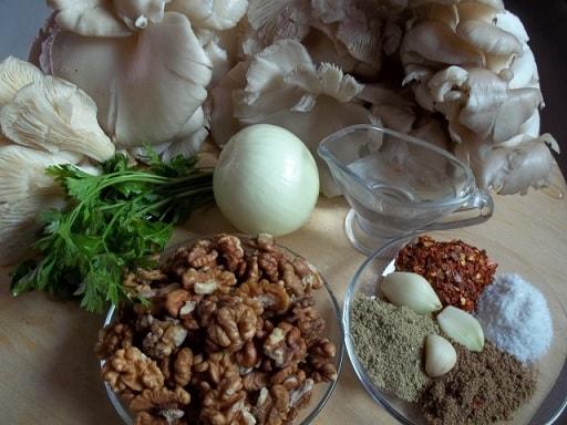 Грибной салат из вешенок с орехами и специями (3)