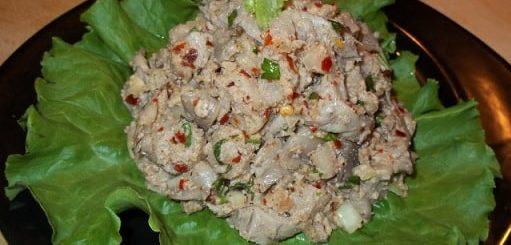 Грибной салат из вешенок с орехами и специями