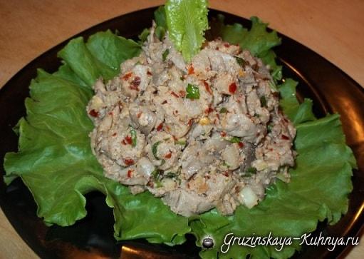 Грибной салат из вешенок с орехами и специями (6)