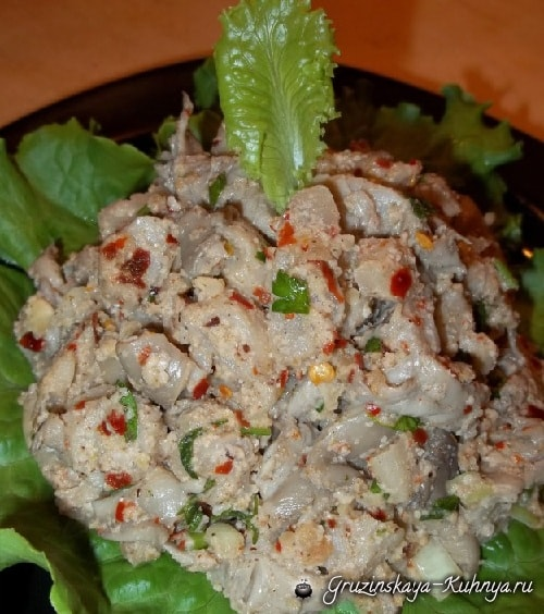 Грибной салат из вешенок с орехами и специями (8)