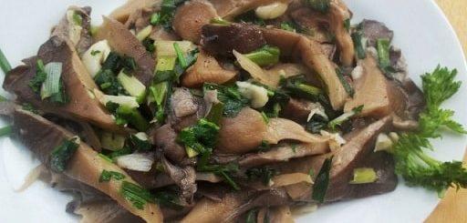 Грибной салат из вешенок с зеленым луком