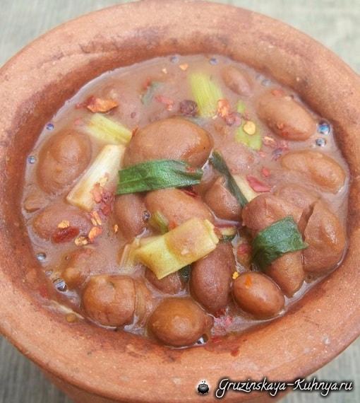 Лобио с зеленым луком и грузинскими специями (6)
