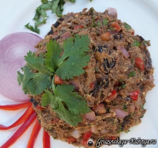 Салат из баклажанов с зеленью и специями (7)