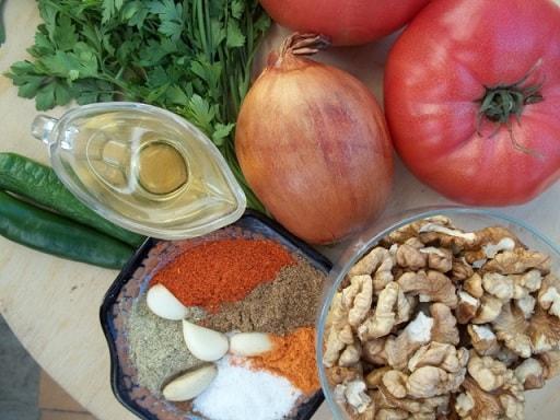 Салат из помидоров с грецкими орехами