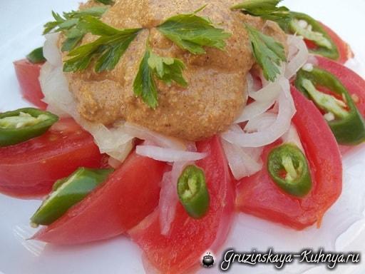 Салат из помидоров с грецкими орехами (4)