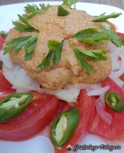 Салат из помидоров с грецкими орехами (5)