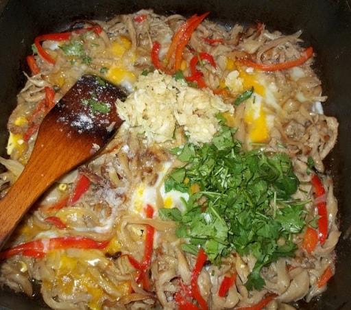 Вешенки с яйцами и болгарским перцем (2)