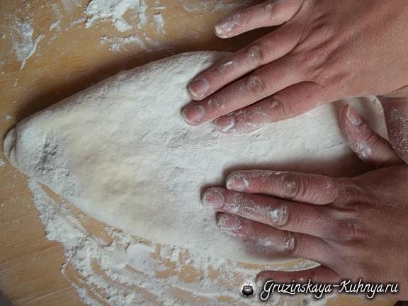 lobiani-pirog-s-fasolyu-i-zharenyim-lukom-10