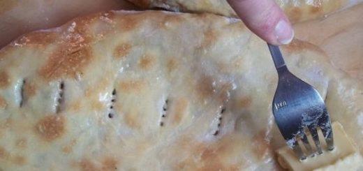 Лобиани - пирог с фасолью и жареным луком
