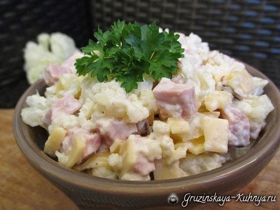 Салат из цветной капусты с ветчиной
