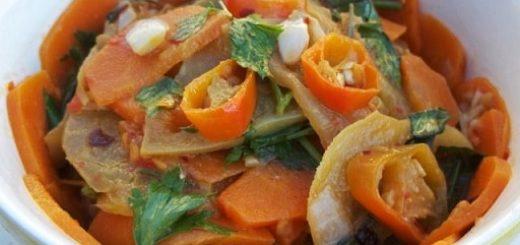 Тушеные зеленые помидоры с морковью по-грузински