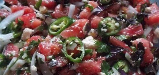 Грузинский салат с овощами и сыром