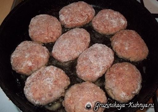 Котлеты с картофельным пюре по-грузински (6)