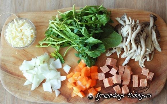 Яичница с беконом, сыром и овощами (2)