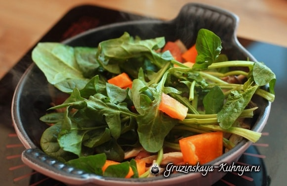 Яичница с беконом, сыром и овощами (4)